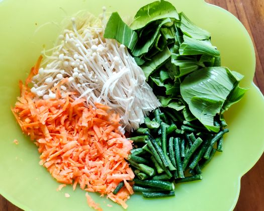 The grated carrot, green beans, enoki mushrooms and bok choy.