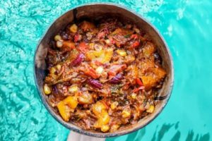 Vegan meatless chili sin carne